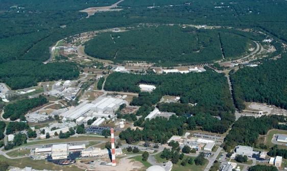 미국 브룩헤이븐 국립연구소. 위쪽에 보이는 원이 상대론적 중이온 가속기다. Brookhaven National Laboratory(F) 제공