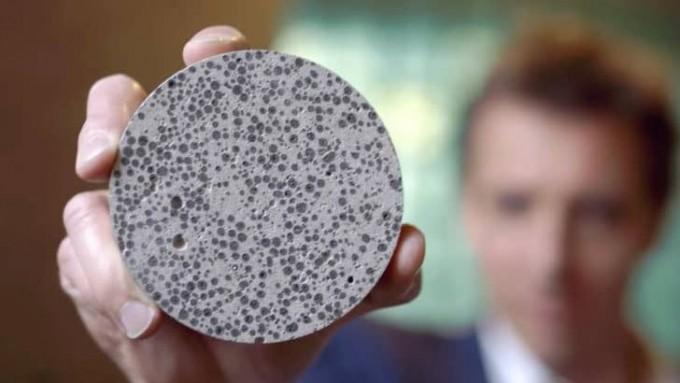 네덜란드 델프트공대 연구팀이 개발한 자가 치유 콘크리트의 모습이다. 물을 만나면 증식하며 탄산칼슘을 내뿜는 세균을 캡슐에 넣어 균형을 메운다. 바실리스크 제공