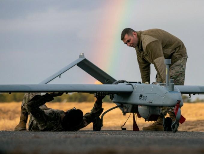 이번에 개발한 소재는 극저온 환경에서 비행하는 무인항공기에 적용할 수 있다. 사진은 미 육군이 운용 중인 무인항공기(RQ-7B Shadow). Master Sgt. Matt Hecht, polymer 제공