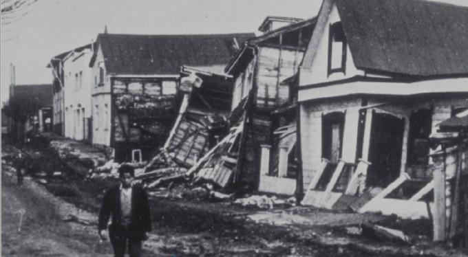 칠레는 '불의 고리'로 불리는 환태평양 지진대 위에 있어 지진이 자주 일어난다. 1960년 칠레 대지진이 만든 해일은 하루가 채 지나기 전에 태평양 전 지역으로 퍼지면서 큰피해를 입혔다. NOAA/USGS 제공