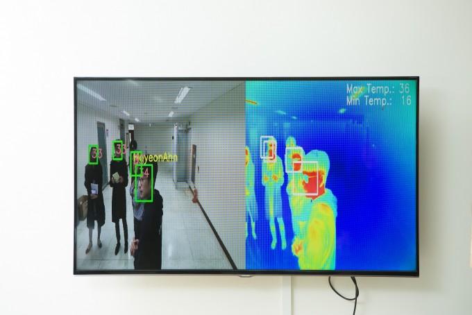 전 교수팀이 개발한 발열 확인 및 얼굴 동시 인식, 추적 기술 화면이다. 동아사이언스.