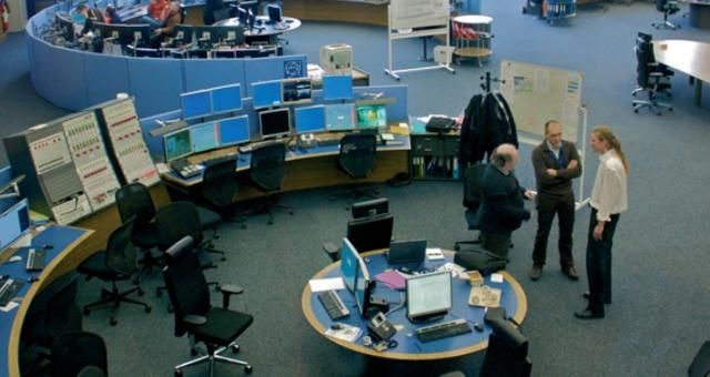 CERN 컨트롤 센터. 연구자들이 가속기 실험이 잘 이뤄지는지 24시간 내내 점검하는 곳이다. Torkild Retvedt/위키피디아 제공