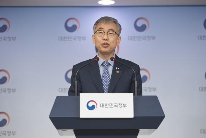 김성수 과학기술정보통신부 과학기술혁신본부장이 이달 26일 서울 광화문 정부청사에서 열린 브리핑에서 내년 과학기술 R&D 예산을 발표하고 있다. 과학기술정보통신부 제공