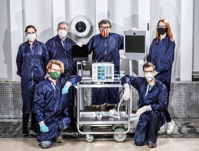 미국항공우주국 제트추진연구소(NASA-JPL) 연구팀은 신종 코로나바이러스 감염증(코로나19) 확산이 한창일 때 의료진을 위해 인공호흡기를 자체 개발했다. 미국식품의약국(FDA) 긴급승인을 받아 의료현장의 응급사태를 지원했다. NASA 제공