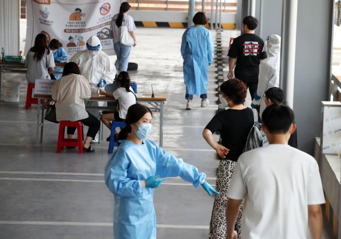 쿠팡 물류센터 또 감염자 대한항공 조종사들도 감염…감염자 하루새 28명 늘어…