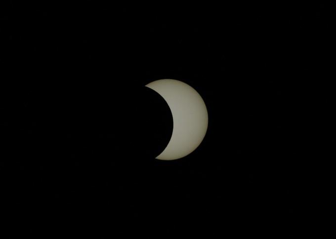 이번 부분일식 최대식 사진. 전영범 천문연 책임연구원이 경북 영천시에 있는 천문연 보현산천문대에서 오후5시 5분 촬영했다.  한국천문연구원 제공