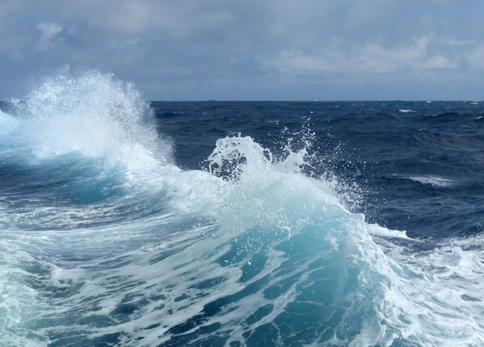 남극을 둘러싼 남극해의 모습이다. 소니아 크래든바이스 미국 콜로라도주립대 교수팀은 남극해 대기를 분석했더니 인간의 흔적이 나타나지 않았다는 연구결과를 발표했다. 호주연방과학산업연구기구 제공