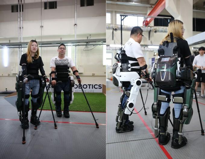 사이배슬론 2020 대회에 출전할 선수로 선발된 김병욱 씨(왼쪽 사진 오른쪽), 이주현 씨가 공경철 KAIST 기계공학과 교수와 나동욱 연세대 의대 교수가 공동개발한 웨어러블 로봇 ′워크온슈트 4′를 입고 있는 모습이다. KAIST 제공