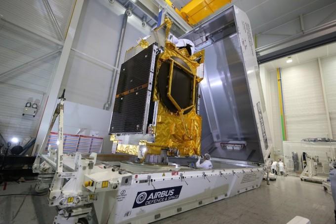 에어버스가 제작한 아나시스 2호 위성의 모습이다. 아나시스 2호의 자세한 제원은 알려지지 않았다. 에어버스 제공