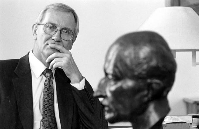 후베르트 마르클(1938~2015)이 총재로 재직할 당시, 빌헬름카이저연구회가 유대인을 대상으로 인간생체실험을 수행한 사실을 인정하고 사과했다. 막스플랑크학회 제공