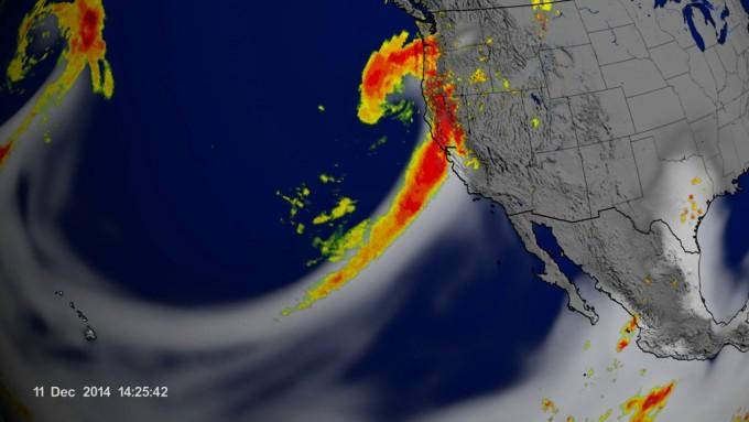 미국 캘리포니아주로 흘러들어가는 대기의 강 현상의 모습이다. 미국항공우주국 제공