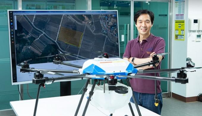양승환 한국생산기술연구원 지능형농기계연구그룹 박사는 클라우드 기술을 연계한 자율주행 방제 드론 기술을 개발했다. 동아사이언스DB