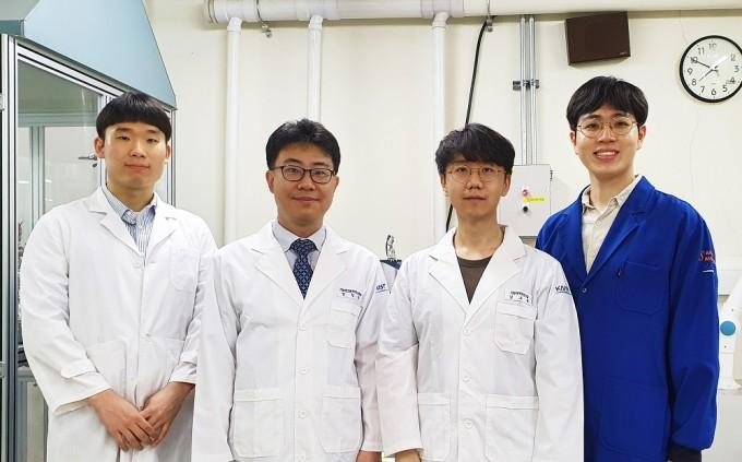 임성갑 교수(왼쪽에서 두번째) 연구팀. KAIST 제공.
