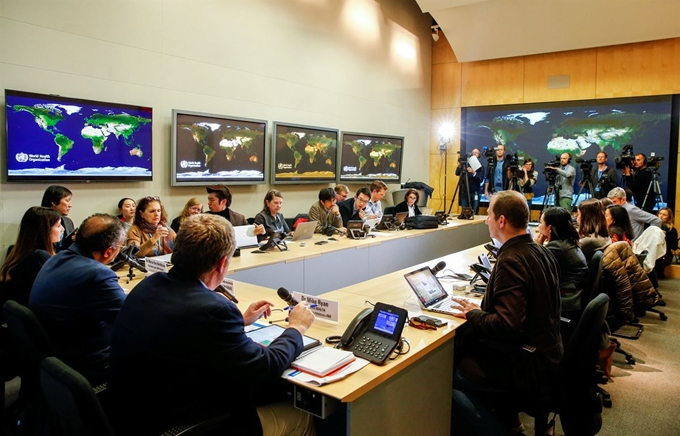 세계보건기구(WHO)가 올해 2월 스위스 제네바에서 신종 코로나바이러스 관련 토론회를 열고 있는 모습이다. 로이터/연합뉴스
