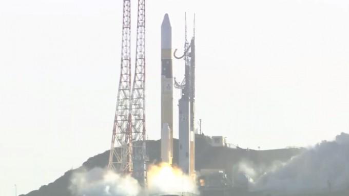 아랍에미리트(UAE)의 화성 탐사선 아말이 이달 20일 오전 6시 58분 일본 다네가시마 우주센터에서 일본 우주발사체 H2A에 실려 발사되고 있다. 유튜브 캡처