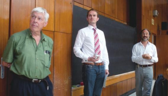 2011년 '전산수학의 기초'라는 학술대회에서 스티븐 스메일 교수의 이름을 딴 상을 처음으로 수여했다. 스노르 크리스티안센 노르웨이 오슬로대학교 교수(가운데)가 첫 수상자로 선정됐다.MTI/M TVA 제공