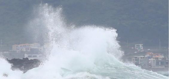 더 세진 태풍 '바비' 오늘 저녁부터 영향권...최대 풍속 초속 60m '역대급' 여전히 유효