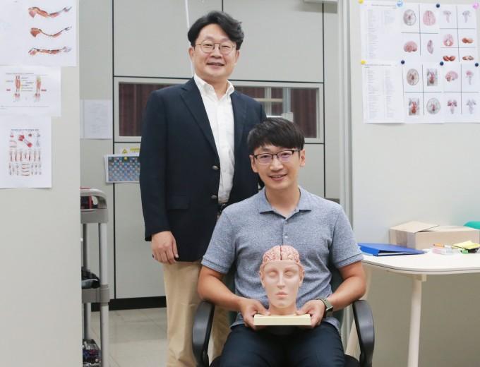 안진웅 DGIST 지능형로봇연구부 책임연구원(왼쪽)과 진상현 전임연구원. DGIST 제공.