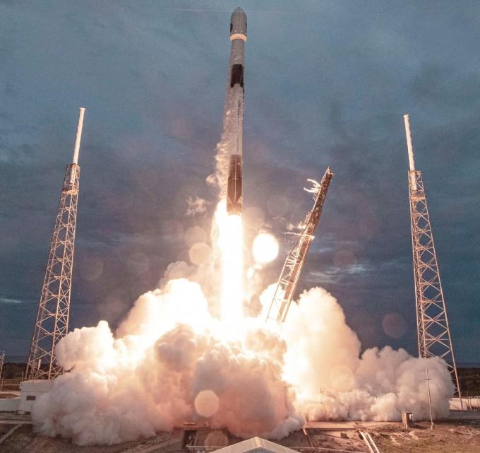 스페이스X의 팰컨9 로켓은 이달 30일 오후 7시 18분(현지시간) 플로리다주 케이프커내버럴 공군기지에서 발사되고 있다. 스페이스X 트위터