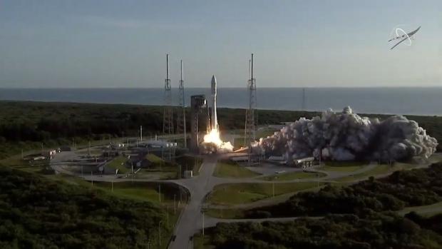 30일 플로리다주 케이프커내버럴 공군기지에서 아틀라스-5 로켓에 실려 발사되는 화성 탐사 로버 퍼시비어런스. NASA 제공