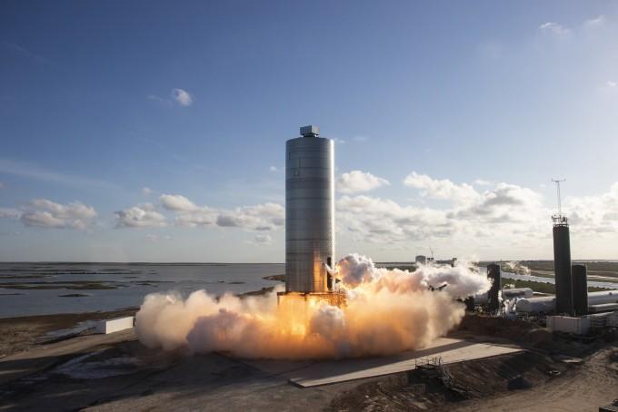 스타십의 시제품 SN5가 4일(현지시간) 오후 6시 57분 시험비행에 나서고 있다. 스페이스X 제공