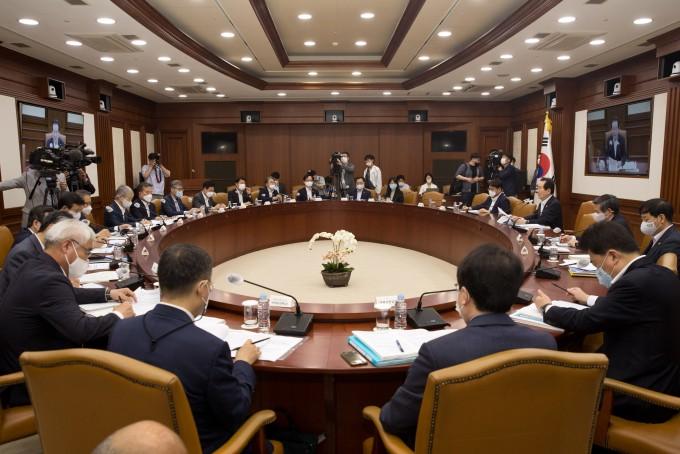 6일 오전 서울 종로구 정부서울청사 영상회의실에서 ′제12회 과학기술관계장관회의′가 열렸다. 과기정통부 제공