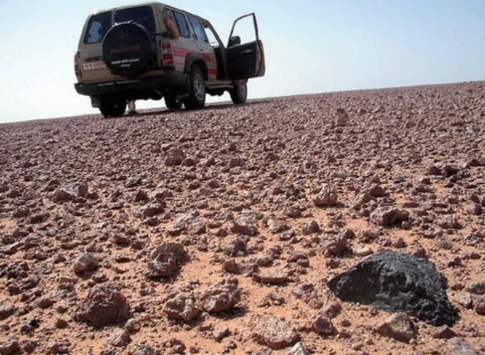 누구나 갈 수 있는 사막에서 운석을 찾아다니는 ′운석 헌터′도 있다. Svend Buhl  제공