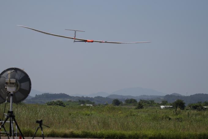 EAV-3가 53시간 비행을 마치고 고흥항공센터에 착륙하고 있다. 한국항공우주연구원 제공