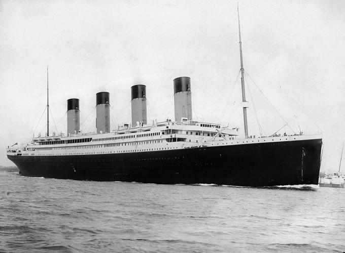 타이타닉호가 1912년 4월 10일 영국 사우스햄프턴에서 떠나 미국 뉴욕으로 향했다. 위키피디아 제공