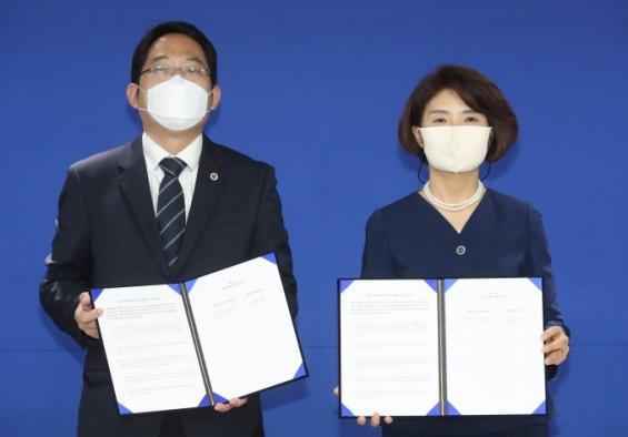 민주-의협, 원점 재논의 합의문 서명...전공의들 반발속 의료계 파업 종료 수순