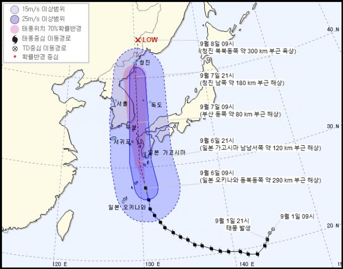 제10호 태풍 하이선의 진로가 4일 예보보다 다소 동쪽으로 이동하면서 한반도 동쪽 동해를 지날 것으로 기상청이 예측했다. 다만 일본 기상청은 여전히 한반도 동부를 관통할 가능성이 높다고 보고 있어 주의가 필요하다. 기상청 제공