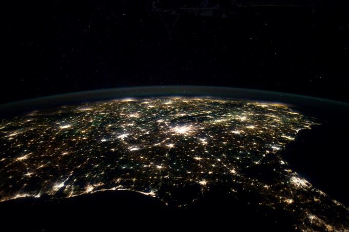 국제우주정거장(ISS)에서 촬영한 걸프만 주변의 모습이다. 코로나19가 바꾸는 다양한 지구 환경이 관측되고 있지만, 반대로 지구 환경도 코로나19에 영향을 미칠 수 있다는 분석이다. NASA 제공