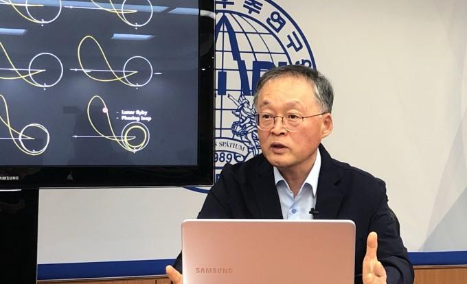 이상률 항우연 달탐사 사업단장이 달궤도선 발사에 관해 설명하고 있다. 한국과학기자협회 제공.