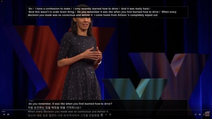 한국전자통신연구원(ETRI) 인공지능연구소 언어지능연구실이 개발 중인 ′실시간 동시통역 기술′을 적용하면 동영상이 재생되는 동안 한국어 번역 자막이 실시간으로 제공된다.김영길 제공