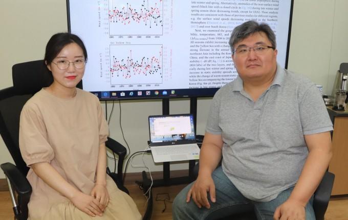 연구에 참여한 이다솜(왼쪽) 박사과정생과 윤진호(오른쪽) 교수. GIST 제공