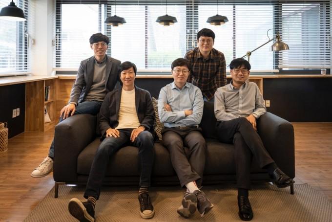 왼쪽부터 김동우, 조민수, 박재식, 곽수하, 조성현 교수. 동아사이언스DB