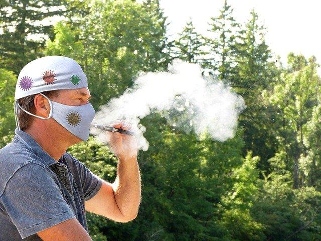 전자담배 사용자도 일반 담배 흡연자만큼이나 코로나19에 위험하다는 연구결과가 나왔다. 픽사베이 제공