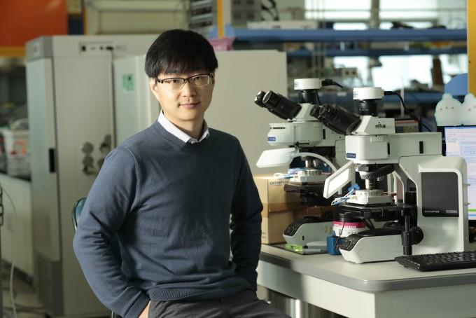 서동화 울산과학기술원(UNIST) 에너지화학공학과 교수는 삼성전자 종합기술원과 공동으로 리튬공기 수명 문제를 개선한 기술을 개발했다. UNIST 제공