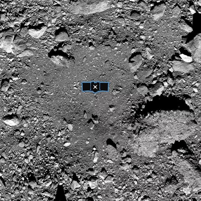 오시리스-렉스가 착륙하게 될 베누의 나이팅게일 분화구 위에 오시리스 렉스의 크기를 표시했다. NASA 제공
