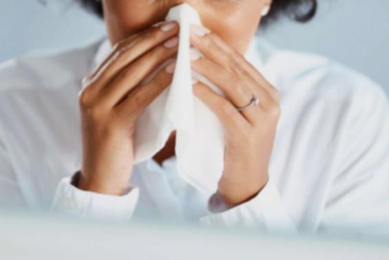 코로나바이러스 감염 경험자들 코로나19 증상 약하게 나타난다