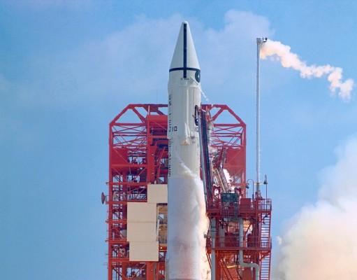 지구에 붙잡힌 '작은 달' 알고보니 54년전 임무 실패한 로켓 가능성