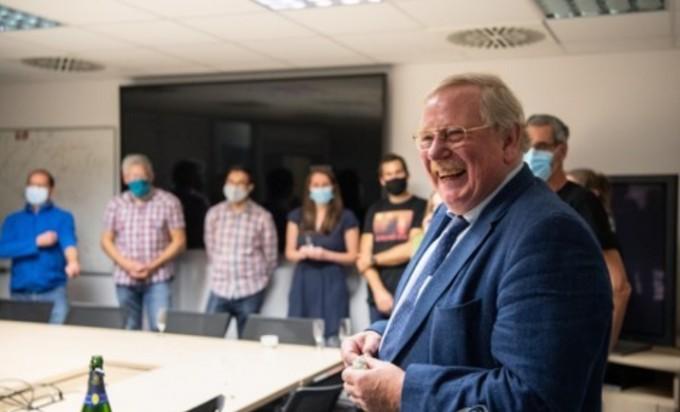 2020 노벨물리학사 수상 직후 라인하르트 겐첼(68) 독일 막스플랑크 외계물리학 연구소장이 환하게 웃고 있다. AFP/연합뉴스 제공
