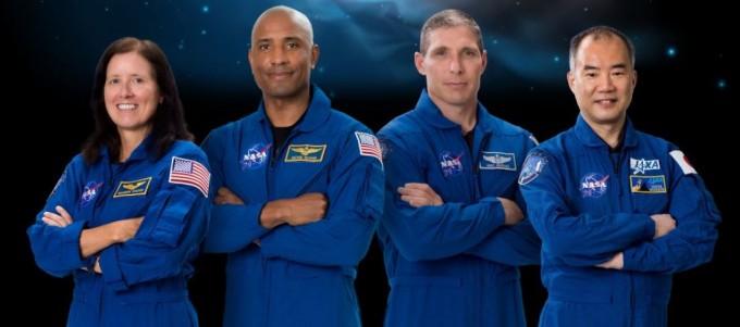 크루 드래건에 탑승할 우주인들. 왼쪽부터 새넌 워커, 빅토르 글로버, 마이클 홉킨스, 노구치 소이치. NASA 제공