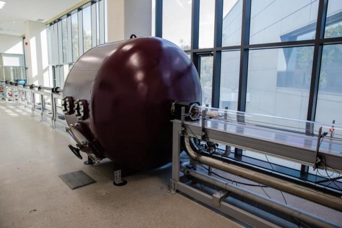 하이퍼튜브 주행시험을 위한 1/17 축소형 아진공 튜브 공력시험장치. 철도연 제공.