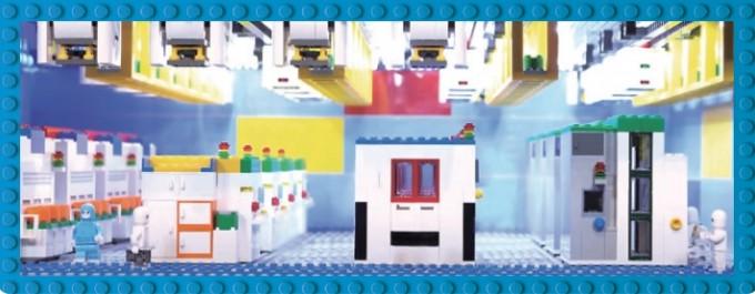 삼성전자에서 공개하 브릭으로 만든 반도체 공장. 경기 평택시에 위치한 실제 공장의 자동화, 클린 시스템 등을 520대1로 축소했다. 삼성전자 유투브 캡쳐