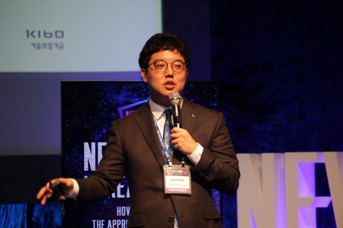 박재필 나라스페이스시스템 대표는 부산시가 지자체 최초로 위성 개발에 착수한 이유를 설명했다. 뉴스페이스코리아업리프트 제공