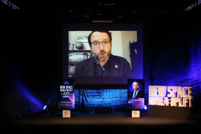 알렉스 맥도널드 NASA 수석경제고문이 13일 서울 용산구 블루스퀘어 카오스홀에서 열린 '뉴스페이스코리아 업리프트 2020'에서 발표를 하고 있다. 뉴스페이스코리아업리프트 제공