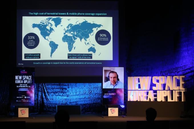제임스 앨더다이스 링크(Lynk) 아시아 담당 부사장이 13일 서울 용산구 블루스퀘어 카오스홀에서 열린 '뉴스페이스코리아 업리프트 2020'에서 발표 하고 있다. 뉴스페이스코리아업리프트 제공