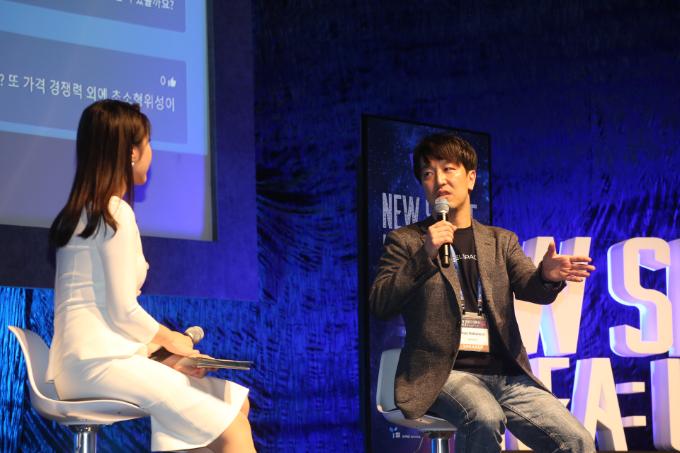 나카무라 유야 악셀스페이스 CEO가 13일 서울 용산구 블루스퀘어 카오스홀에서 열린 '뉴스페이스코리아 업리프트 2020'에서 질의응답 시간을 갖고 있다.  뉴스페이스코리아업리프트 제공