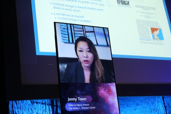 제니 타운 헨리 L 스팀슨 센터 사무차장이 13일 서울 용산구 블루스퀘어 카오스홀에서 열린 '뉴스페이스코리아 업리프트 2020'에서 발표하고 있다.  뉴스페이스코리아업리프트 제공
